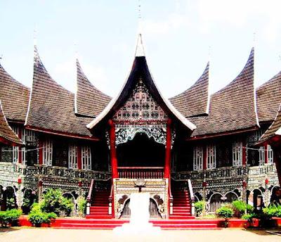 Gadang Rumah Adat Sumatra Barat