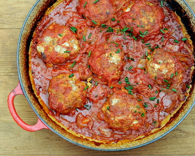 Skillet Burgers with Tomato Gravy ♥ KitchenParade.com, bun-free and on the table in an hour with pantry ingredients. LowCarb. High Protein. Weight Watchers Friendly.