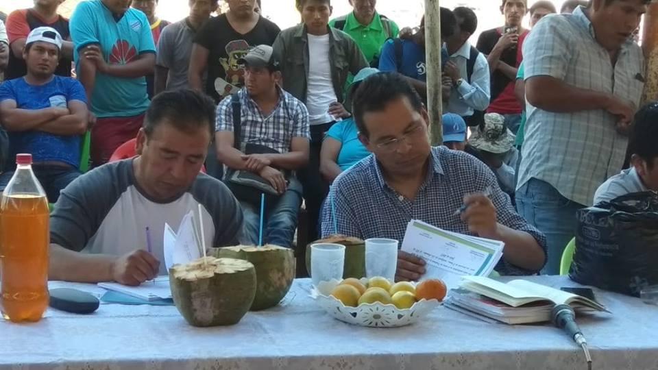 Los periodistas Gómez y Rivera en un curso de oratoria y liderazgo en Chulumani / FACEBOOK GONZALO RIVERA
