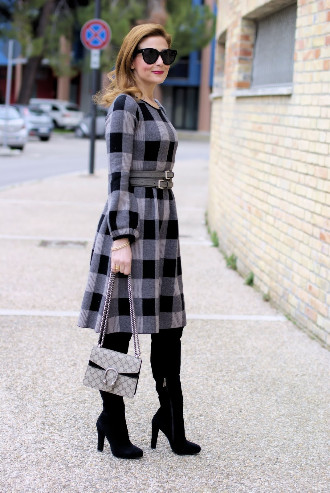 Winter dress outfit idea with Metisu dress on Fashion and Cookies fashion blog, fashion blogger style