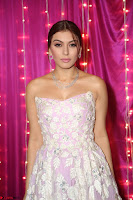 Hansika Motwani Sizzles in a Deep neck Sleevless Pink Gown at Zee Telugu Apsara Awards 2017 12.JPG