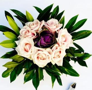 http://manualidadesreciclables.com/14934/centro-de-mesa-para-tu-boda