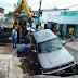 Caminhonete caiu em cratera da CAERN no bairro Quintas