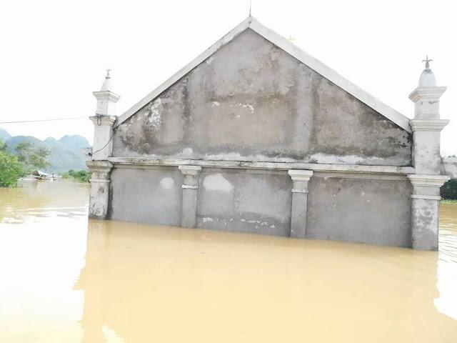 Nhiều ngôi Thánh Đường chìm trong nước lũ - Ảnh minh hoạ 9