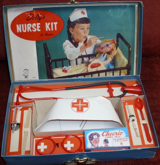 brinquedo kit de médico/enfermeira antigo da Hasbro