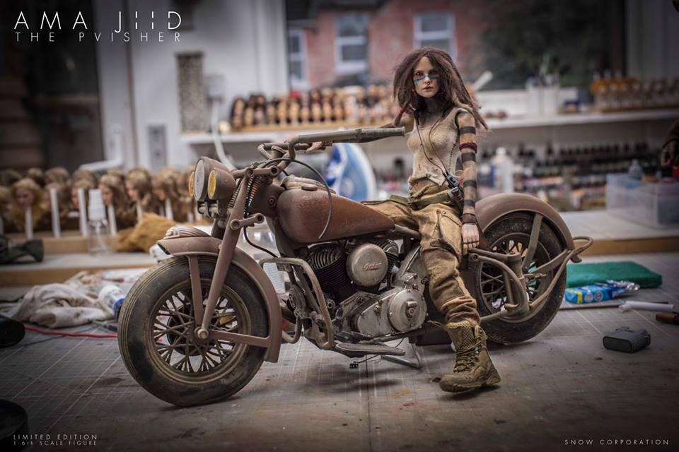 (maquettes) ... Vu sur le net - Page 37 Mercenary%2BGarage%2BCustom%2BMotorcycle%2BWorkshop%2BAma%2BJiid%2BPvisher%2BSnow%2BCorporation%2BDorgmal%2BSnow