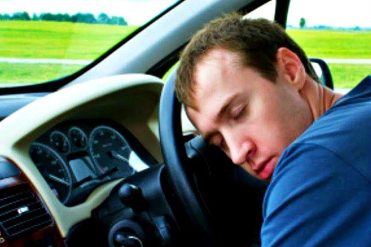 Uykulu araç kullanmak zorunda kalırsanız kaza yaptırmayacak müzikler açın.