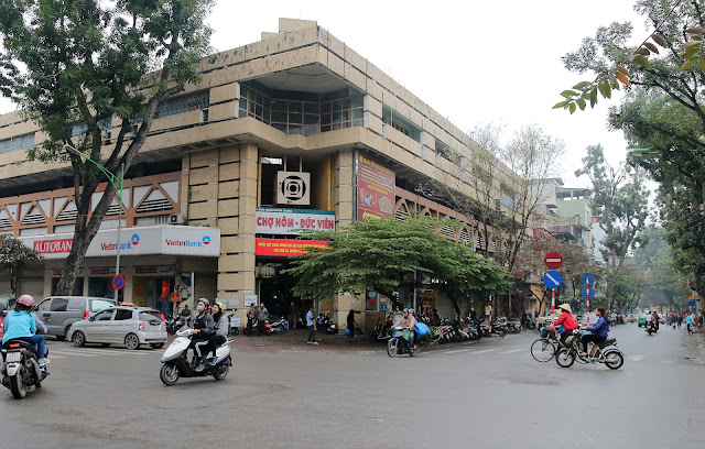 Five most popular markets in Hanoi 4