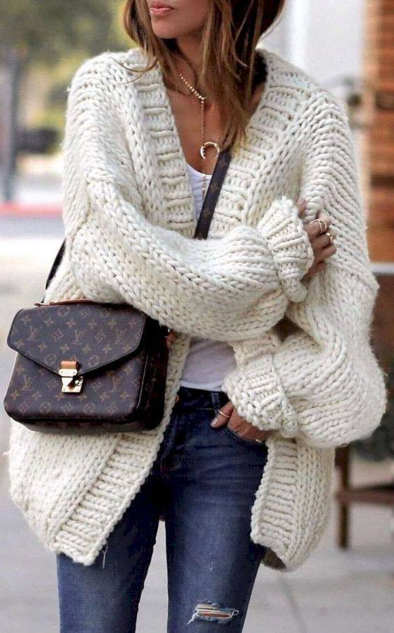 47ce21e265 Dallo street style la maglia lavorata ai ferri il nuovo trend ... get the  look!