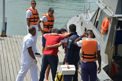 Trio é resgatado após se perder fazendo stand up paddle na Barra