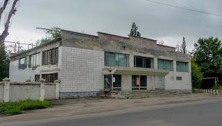 Новгородське. Виробнича будівля колишнього заводу ім. Петровського, заснованого Нібуром