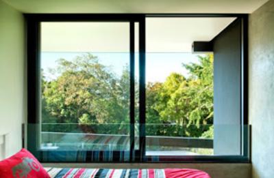 jendela kamar hotel minimalis