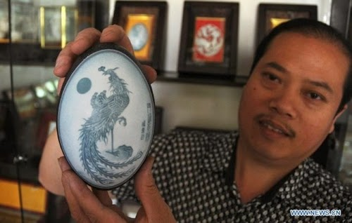02-Chinese-Artist-Pu-Derong-Egg-Carvings-Carving-www-designstack-co