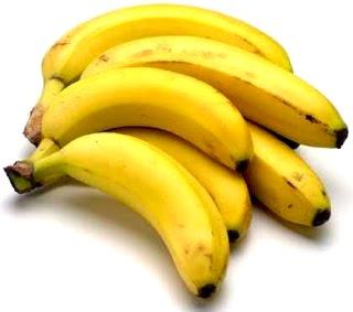 Foto de racimo de pocos plátanos maduros