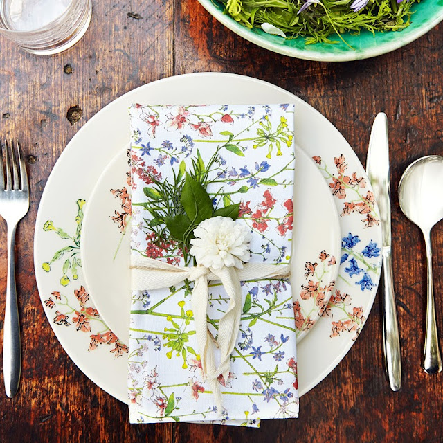 Summer Tablescapes and Dining en Plein Air