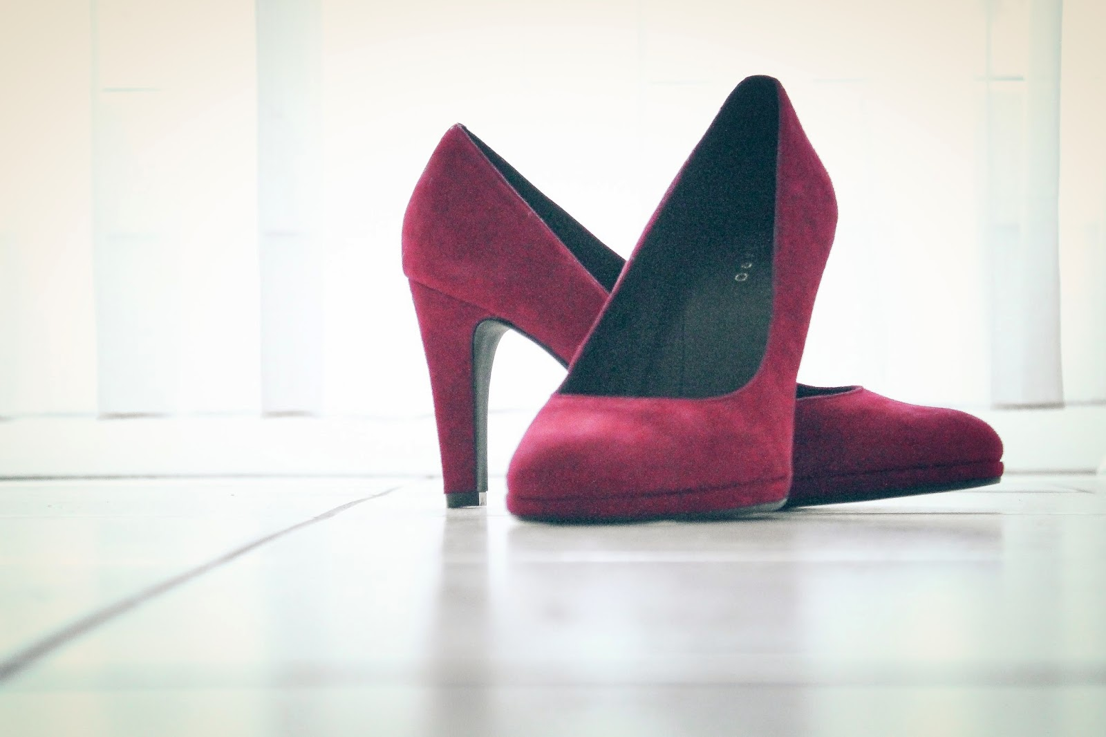 PRIZMAHFASHION: SHOES: RED FIND