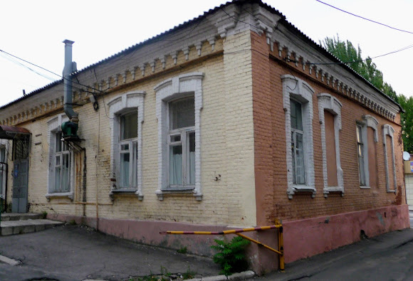 Донецк. Ул. Постышева, 48. Дом Экка