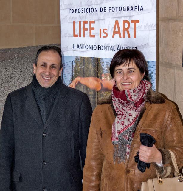 Posado durante la inauguración Life is Art by J. Antonio Fontal Álvarez