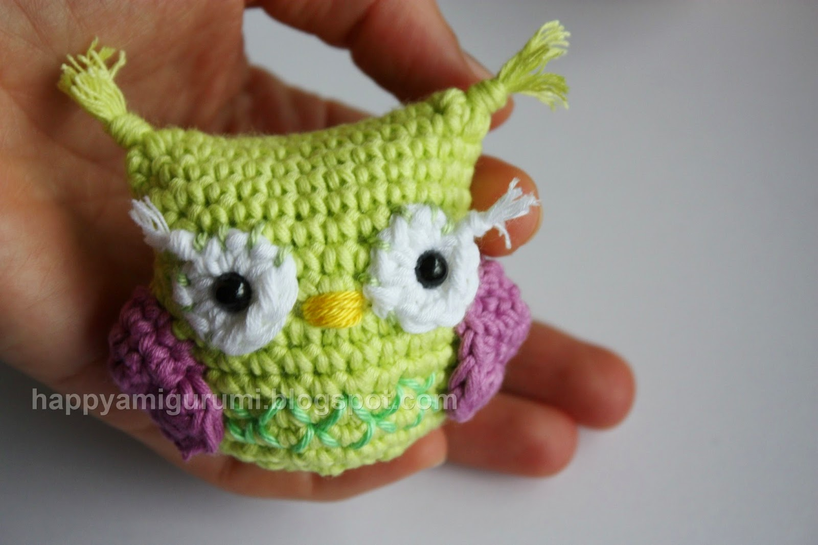 Crochet Patterns Free Owl : HAPPYAMIGURUMI: Free Amigurumi Pattern - OWL