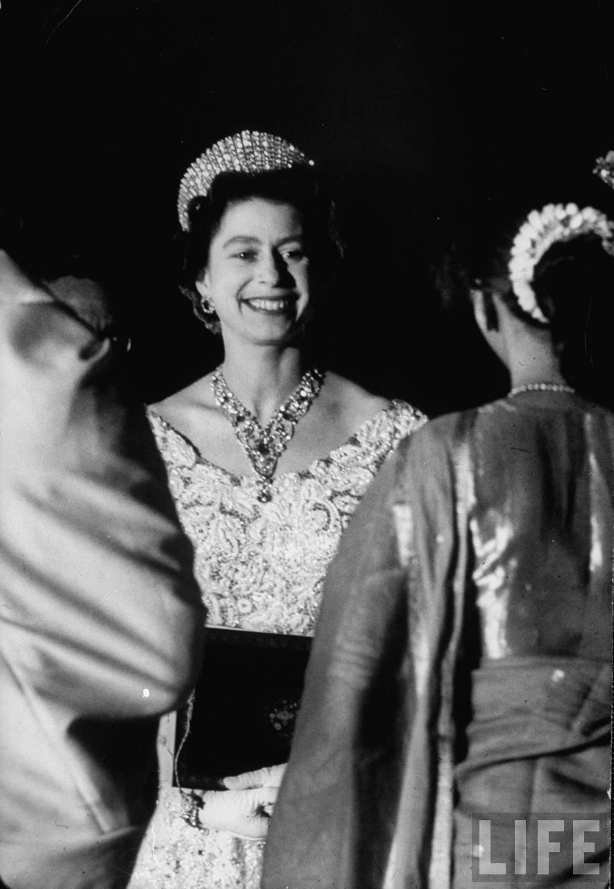 La reina Isabel II en la recepción.