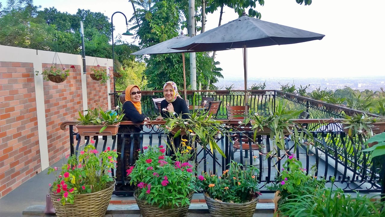 Catatan Perjalanan Yangti Obyek Wisata Baru Di Bandung Resto