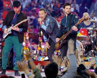 Foto de Coldplay cantando en el escenario