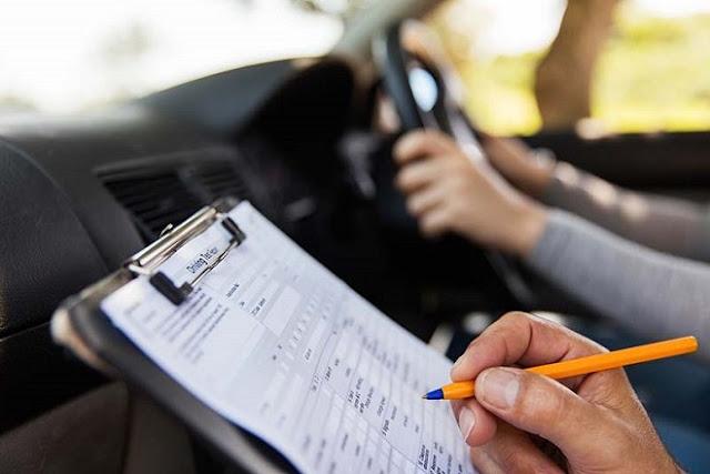 Η αποχή των εξεταστών παγώνει τις εξετάσεις για τα διπλώματα οδήγησης