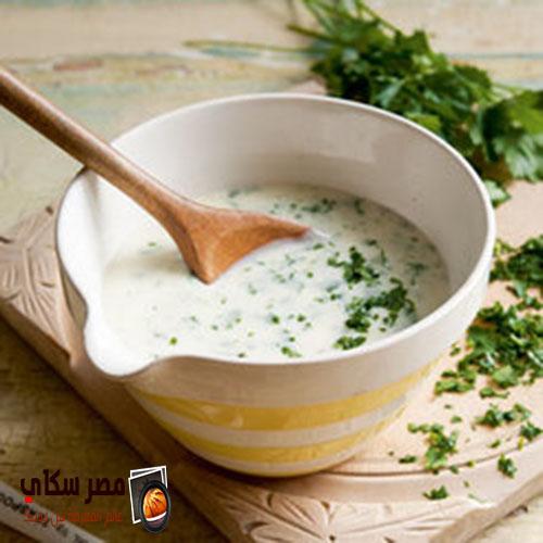 طريقة عمل الصلصة البيضاء بالأعشاب والجبنة المبشورة ( صلصة مورنى )