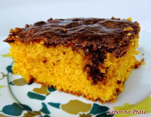 Receita fácil de bolo de cenoura com cobertura de chocolate
