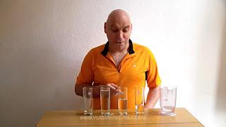 Navidad manualidad. Música con vasos de agua