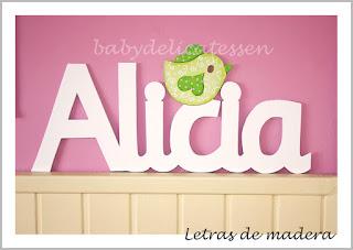 letras de madera infantiles para pared Alicia con siluetas de pajarito babydelicatessen