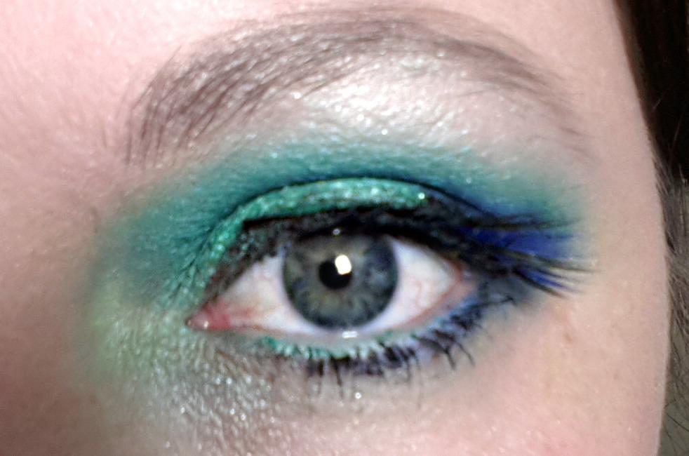 9ace4469d776 Katy s beauty secrets  Katy Perry Peacock inspired eye makeup.
