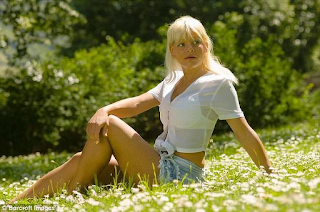 Γερμανίδα ξόδεψε 60.000 ευρώ για να αλλάξει το δέρμα της και να γίνει μαύρη - Εικόνες