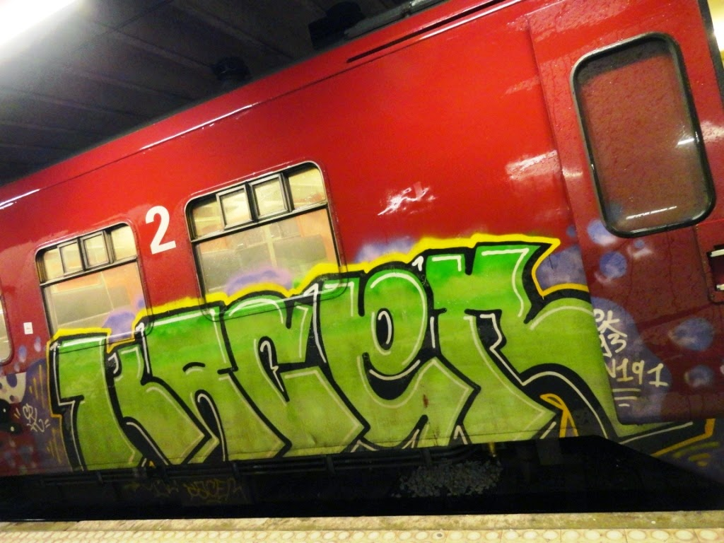 graff on train