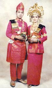 Ciri Khas Pakaian Adat Melayu Riau