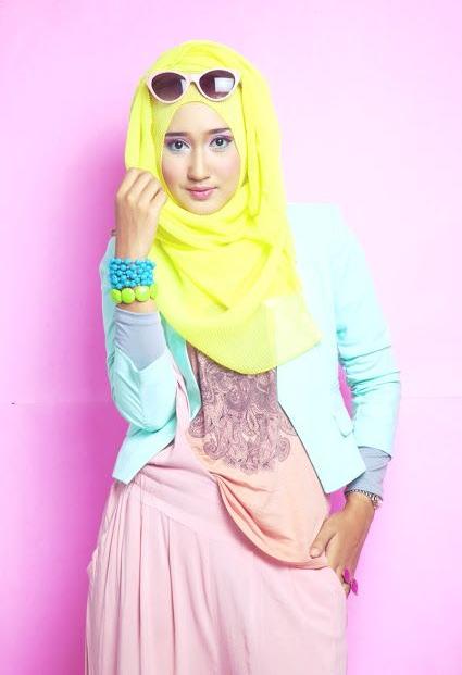Busana Muslim Cantik Ala Artis Dian Pelangi