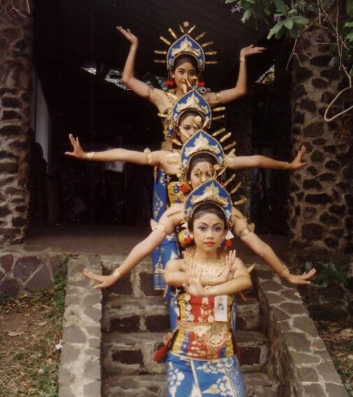 Cilinaya Dance is 1 of the Balinese classical dances BeachesinBali: Cilinaya Dance Bali (Tari Cilinaya Bali)