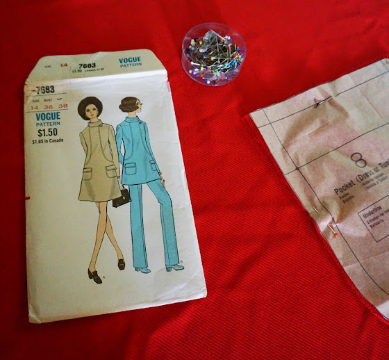 a-line dress with front seaming detail, patch pocket , Top-stitch trim based on Vogue 7683 pattern robe trapeze patron couture sew vintage années 60 70 1960s 1970s 60s 70s