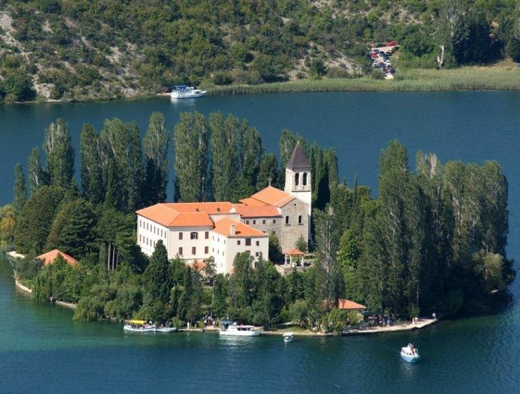 Mosteiro Franciscano de Visovac | Croácia