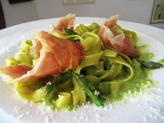 Noodles with asparagus
