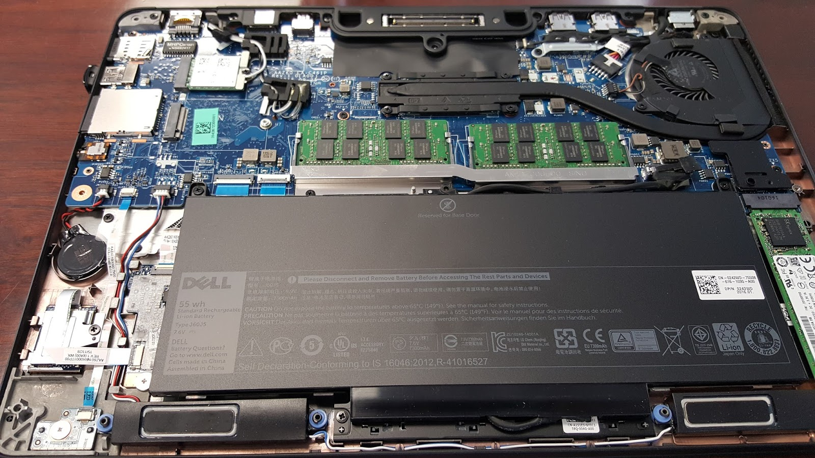 30ae6b69ab4 There really is not a lot of space inside the Dell Latitude E7470. I've  never seen a dell latitude with so little to work with. Even the battery is  screwed ...