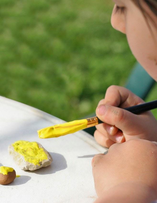 Juego de números con piedras de colores - pintando