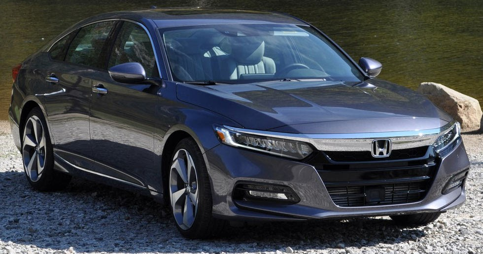 first drive 2018 honda accord goes turbo improves on an. Black Bedroom Furniture Sets. Home Design Ideas