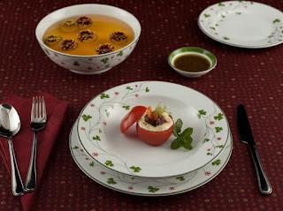 Cách sử dụng dao nĩa với bát đĩa trên bàn tiệc