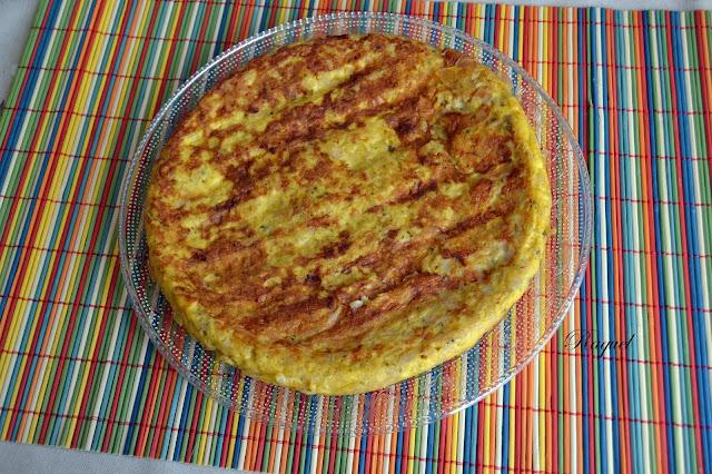 Tortilla de arroz rosa con pavo a las finas hierbas y queso