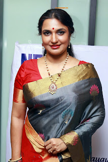sukanya aunty red saree