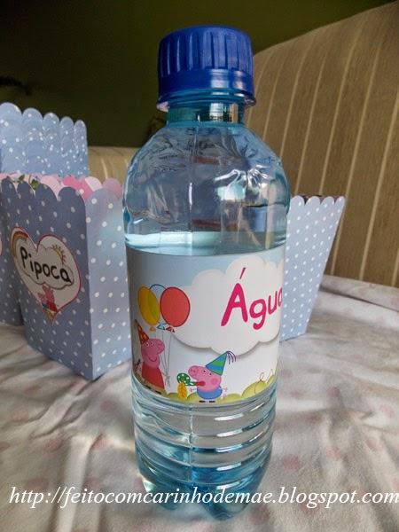garrafinha de água mineral com adesivo personalizado Peppa