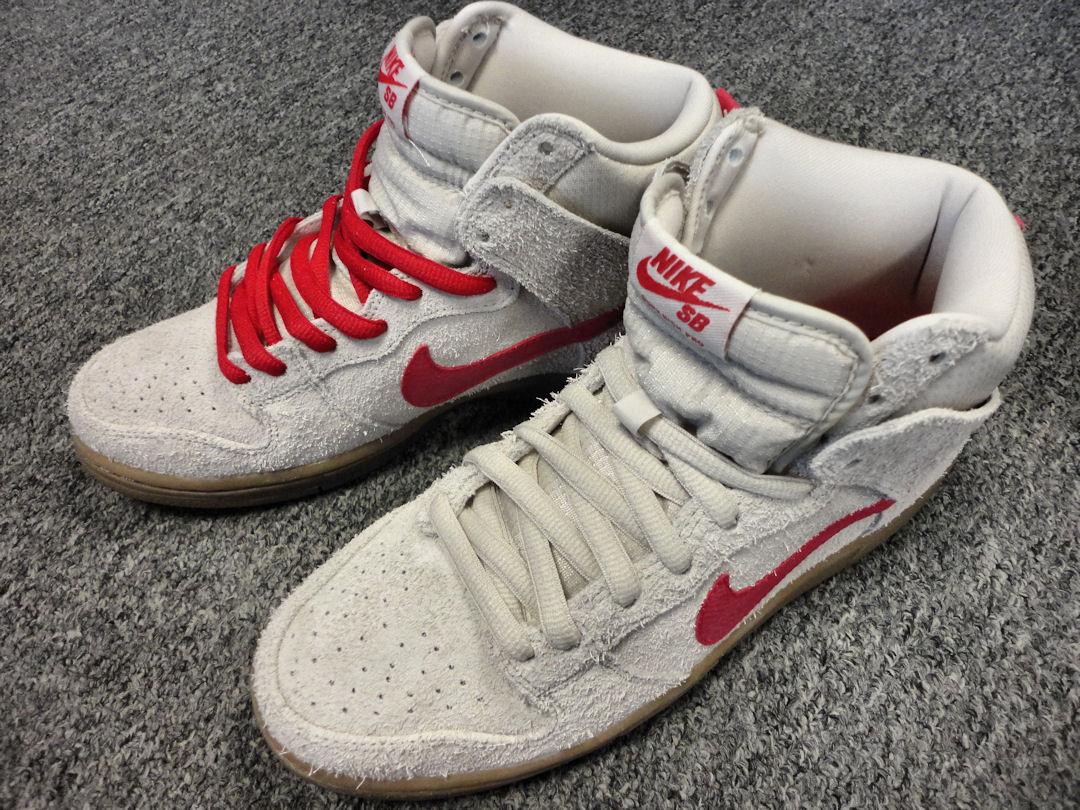 05651174e509f9 Nike Dunk High - Birch   Hyper Red