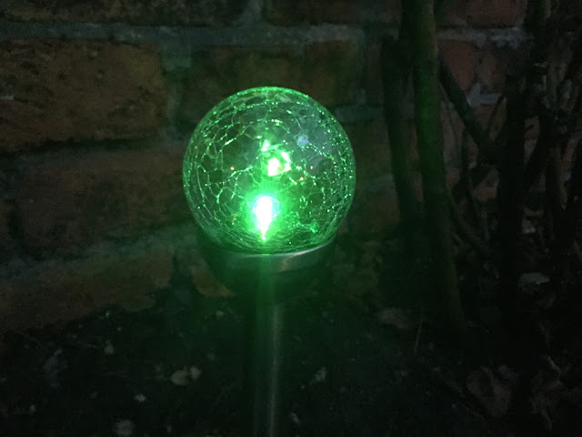stake light in green