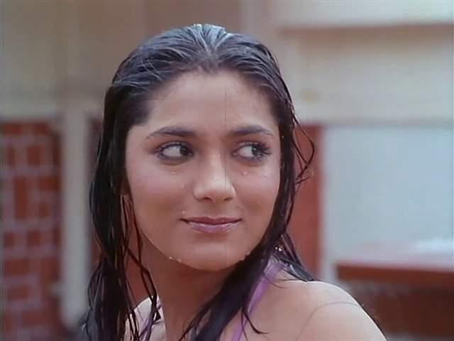 Purana Mandir Aarti Gupta swimsuit